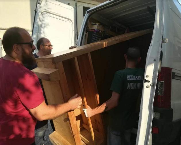 FuturoMolise | CasaPound consegna mobili per la camera e pensili per ...